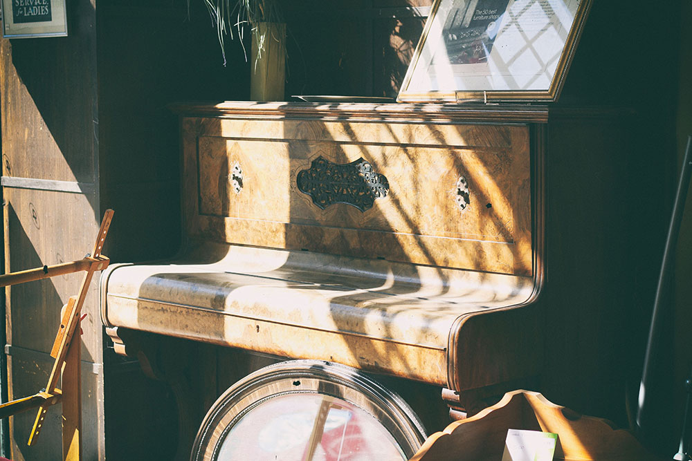 a dusty piano in need of repairs